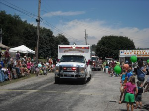 The crowds start to gather at the 2014 Kecksburg UFO Festival that begins with the annual parade.